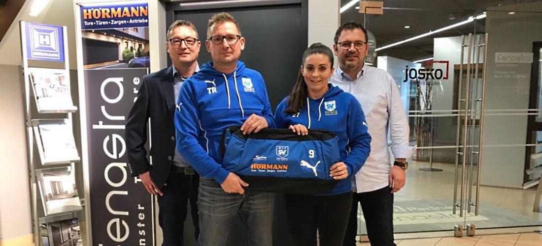 Sporttaschen für die SVK Ladies von Hörmann und Fenastra